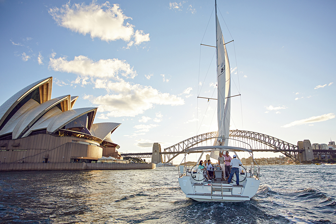 Sailing on the Harbour (Photo: Tourism Australia)